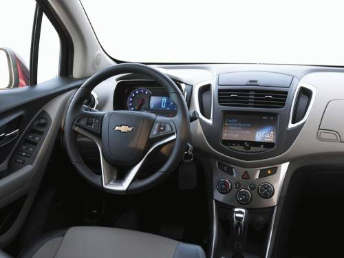 Chevrolet-Tracker-2014-salon