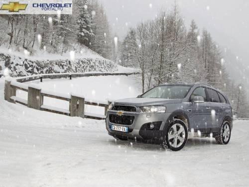 Chevrolet Captiva 2013 в снегу