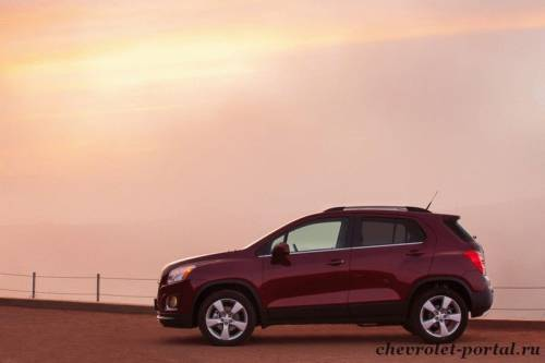 red Chevrolet Tracker 2013
