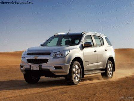 серебристый Chevrolet Trailblazer 2013