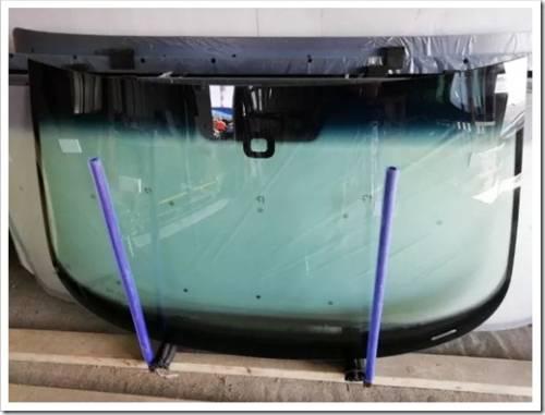 Удаление обшивки салона и демонтаж повреждённого стекла